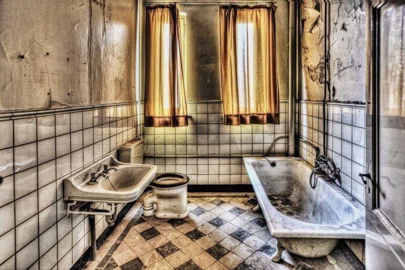 חדר אמבטיה ישן
