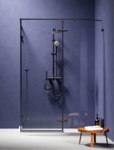 מקלחון שחור עם אגנית
